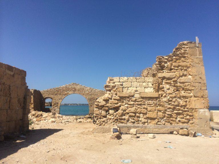 Руины в древней Аволе