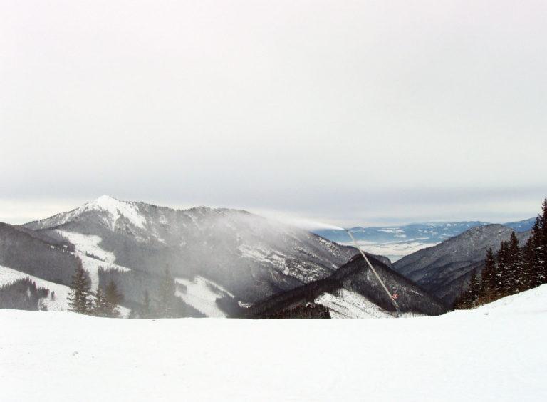 Карпатские горы снегопушки