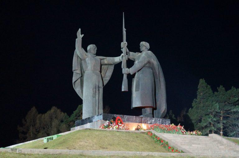Центральный монумент Лагерного парка