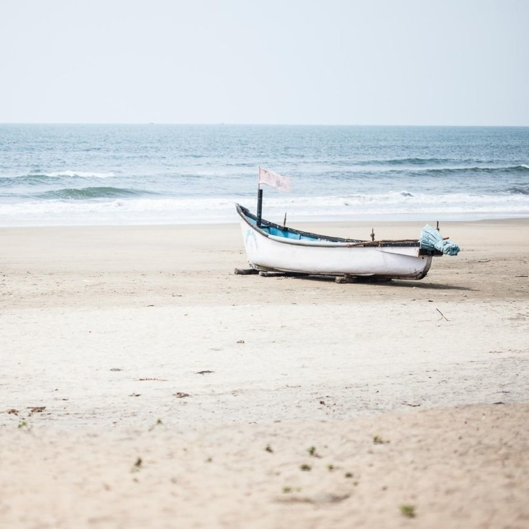Океан в жаркое время года на Гоа в Индии