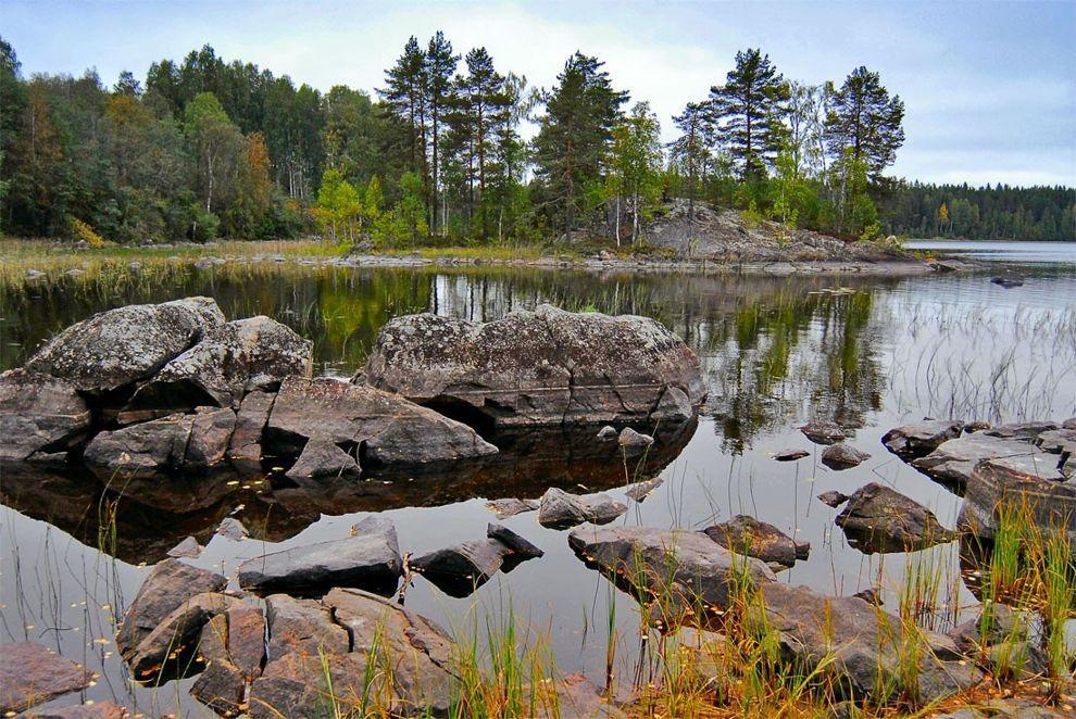 Живописное озеро Карелии