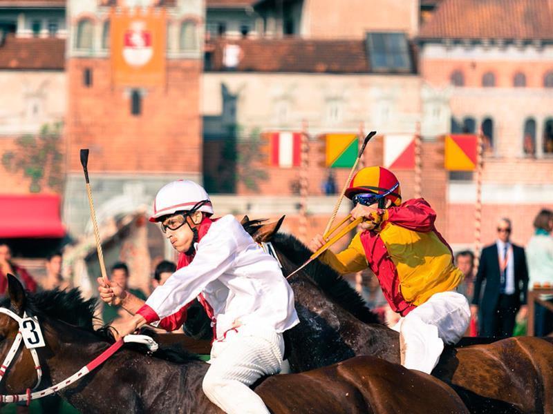 Палио — традиционные скачки в Сиене