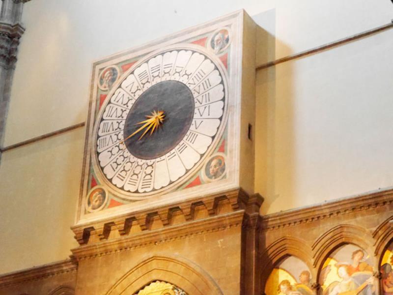 Часы над входом собора Дуомо
